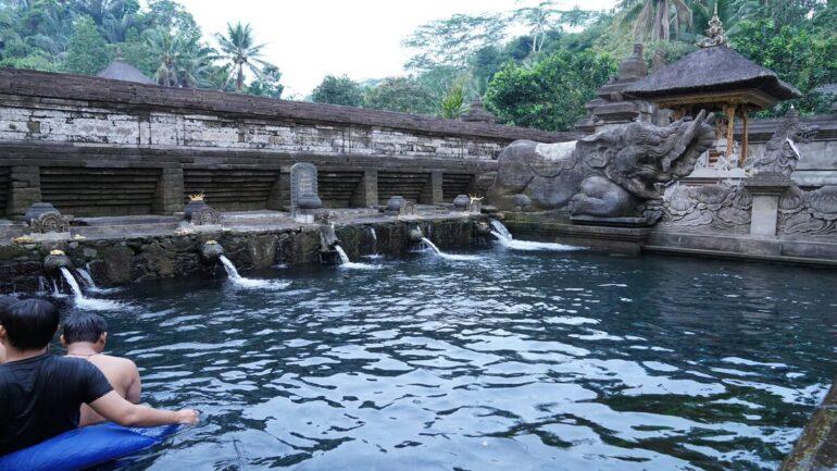 不老不死の水が涌きでる?「ティルタエンプル寺院」の紹介